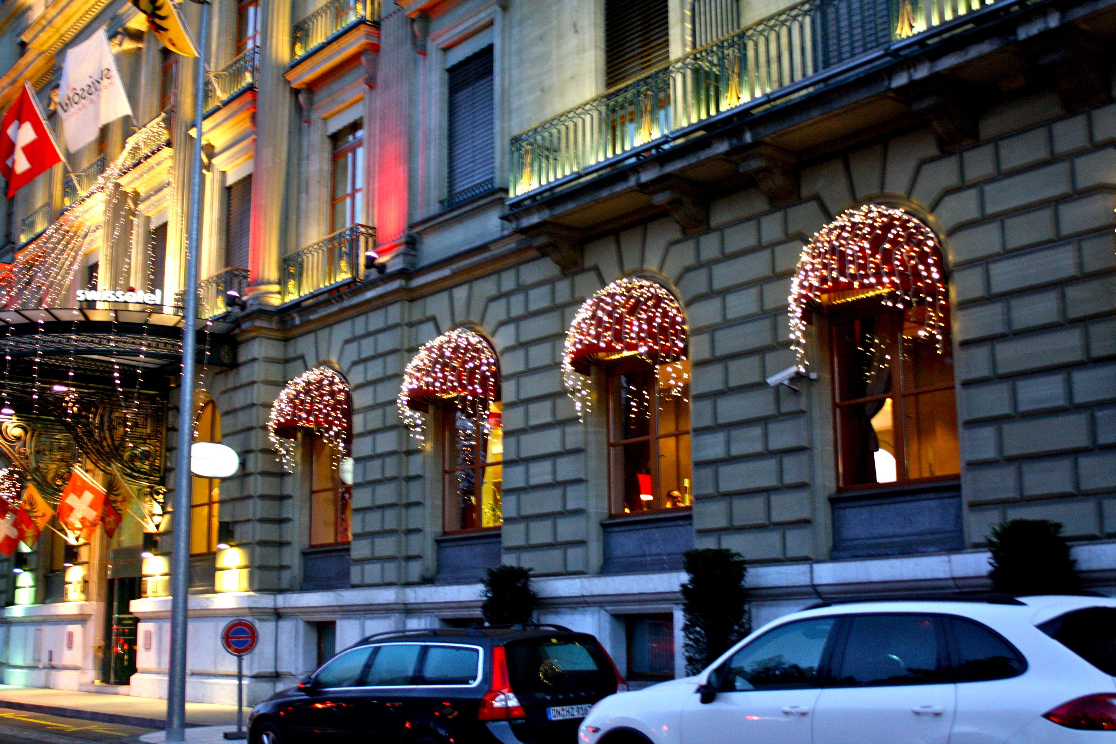 #A58526 Holiday Still Geneva! LUDLUM DRIVE 5545 decorations noel geneve 3888x2592 px @ aertt.com